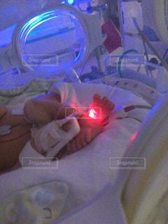 足,子供,赤ちゃん,新生児,出産,入院,乳児,医療,装置,面会,保育器,NICU