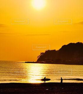 海,夏,夕日,夕焼け,サーファー,オレンジ,鎌倉,由比ヶ浜