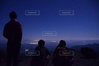 夜明け前の錦江湾を一望の写真・画像素材[1443243]