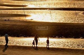 夕暮れの海岸の写真・画像素材[3396326]