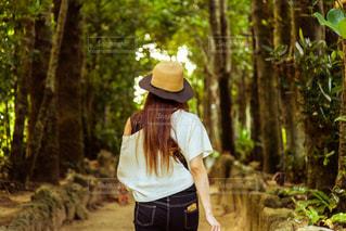 彼女とハイキングの写真・画像素材[2608405]