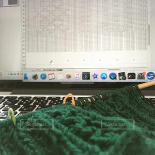パソコンで描いた編み図で編み物の写真・画像素材[925126]