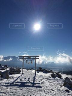 山頂、鳥居、初詣の写真・画像素材[932106]