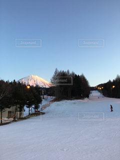 富士山を眺めるふじてんスノーリゾート、ナイター - No.932108