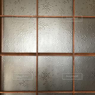 昭和家屋の模様ガラスの写真・画像素材[3030794]