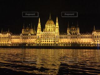 ハンガリー ブダペスト ドナウ川クルーズで見た国会議事堂の写真・画像素材[619719]