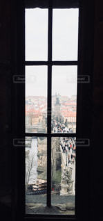 チェコ カレル橋から望むプラハ城の写真・画像素材[813252]