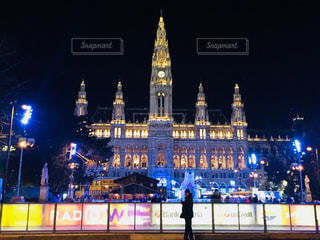 オーストリア ウィーン大学の夜景♪の写真・画像素材[822974]