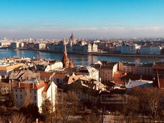 ハンガリー ブダペスト。高台からのドナウ川&国会議事堂♪の写真・画像素材[825408]