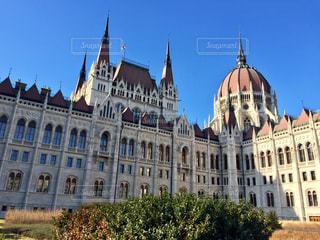 ハンガリー ブダペスト。青空に映える国会議事堂♪の写真・画像素材[830179]