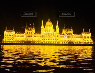 ライトアップされたハンガリー 国会議事堂♪の写真・画像素材[916413]