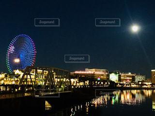 みなとみらい。観覧車と月♪の写真・画像素材[939112]