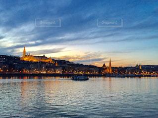 ハンガリー ブダペストの夕焼け♪の写真・画像素材[955731]