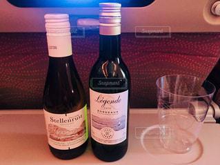 機内でのワイン2本♪の写真・画像素材[955755]
