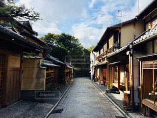 風景,空,建物,木,屋外,国内,京都,緑,雲,景色,街,観光,樹木,石畳,道,旅行,街並,休日,町,通り,国内旅行,お出かけ,趣き,町並