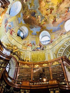 オーストリア 国立図書館での1枚♪の写真・画像素材[1015548]