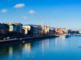 ハンガリー ブダペスト。世界遺産に登録されているドナウ川沿いの景色♪の写真・画像素材[1024492]