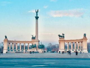ハンガリー ブダペストの英雄広場♪の写真・画像素材[1024688]