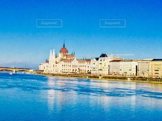 ハンガリー ブダペスト。ドナウ川沿いの国会議事堂♪の写真・画像素材[1025250]