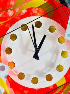 背景には桜が描かれている、水玉模様の時計♪の写真・画像素材[1077505]