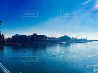 ハンガリー ブダペスト。セーチェーニ鎖橋からの青空♪の写真・画像素材[1103342]