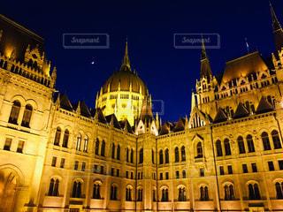 ハンガリー ブダペスト。17時半過ぎに撮影した国会議事堂。の写真・画像素材[1788054]