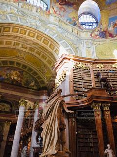 オーストリア ウィーン 国立図書館。寒い冬は図書館で…。の写真・画像素材[1788399]