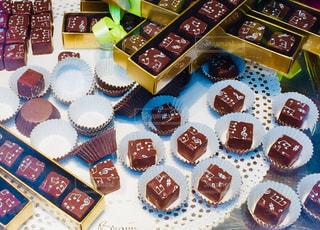 スイーツ,屋内,プレゼント,皿,洋菓子,お菓子,チョコレート,可愛い,音楽,たくさん,甘い,バレンタイン,チョコ,ブロック,ミュージック,バレンタインデー,ギフト,複数,音符,一口,一口サイズ,配置