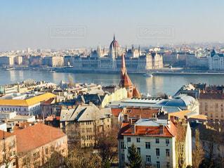 ハンガリー ブダペスト。国会議事堂を背にした街並み♪の写真・画像素材[1789983]