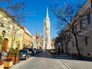 ハンガリー ブダペスト。マーチャーシュ教会を背にした街並み♪の写真・画像素材[1795639]