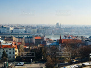 ハンガリー ブダペスト。ドナウ川沿いの街並み♪の写真・画像素材[1811139]