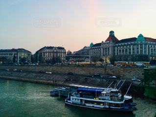 ハンガリー ブダペスト。夕暮れ時のラッシュ時間♪の写真・画像素材[1812881]