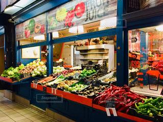 食べ物,風景,屋内,海外,カラフル,きれい,ヨーロッパ,観光,野菜,旅行,市場,店,マーケット,海外旅行,ハンガリー,ブダペスト,中央市場,トラベル,パプリカ,売り場,ベジタブル,販売,中欧,ストア