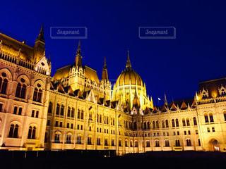ハンガリー ブダペスト。ライトアップされた国会議事堂♪の写真・画像素材[1818924]