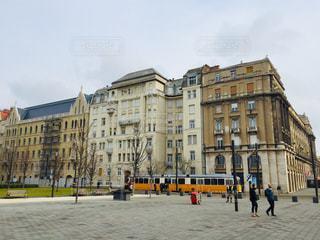 ハンガリー ブダペスト。トラムが走る街並み♪の写真・画像素材[1823899]