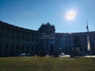 オーストリア ウィーン。逆光に映える図書館♪の写真・画像素材[1831313]