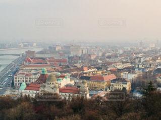 ハンガリー ブダペスト。歴史ある建物と近代的な建物が混在している街並みの様子♪の写真・画像素材[1837014]