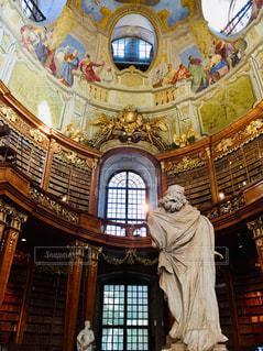 オーストリア ウィーン。フレスコ画が有名な国立図書館♪の写真・画像素材[1839569]