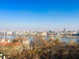 ハンガリー ブダペスト。 世界遺産にも登録されているドナウ川沿いの街並🇭🇺の写真・画像素材[1854471]