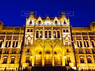 ライトアップされたハンガリー ブダペストの国会議事堂🇭🇺の写真・画像素材[1859739]