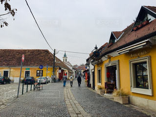 黄色い建物が可愛いらしい街、ハンガリー センテンドレ🇭🇺の写真・画像素材[1866669]