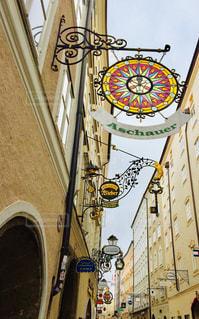 建物,ショップ,海外,看板,きれい,茶色,アート,観光,お店,旅行,可愛い,店,オーストリア,ストリート,ベージュ,海外旅行,通り,トラベル,フォトジェニック,中欧,空模様,ザルツブルク,アーキテクチャ,インスタ映え,ミルクティー色,ザルツブルグ