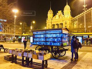 ハンガリー ブダペスト西駅周辺。可愛いらしい本屋さんと共に♪の写真・画像素材[2044565]