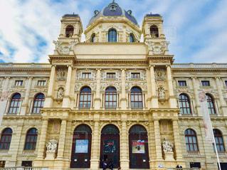 オーストリア ウィーン。空模様に止まり、自然史博物館と併せて撮影。の写真・画像素材[2055525]
