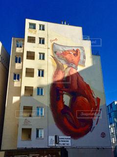 スロバキアの首都ブラチスラバ。街中で目にした巨大アート♪の写真・画像素材[2250758]