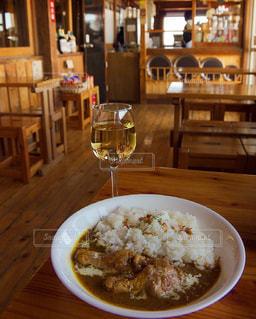 チキンカレーと白ワイン - No.771446