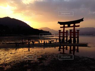 夕方の厳島神社の写真・画像素材[787878]