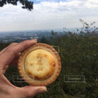 果物を持っている手の写真・画像素材[801618]
