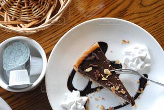 皿の上のケーキの一部の写真・画像素材[785087]