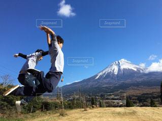 思いっきり飛ぶ!!の写真・画像素材[1121342]